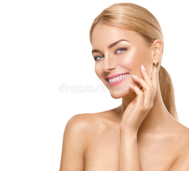 Piękno zdroju modela dziewczyny macania twarz zdjęcia stock