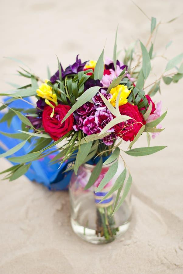 Piękny ślubny bukiet w pustynnym piasku zdjęcie royalty free