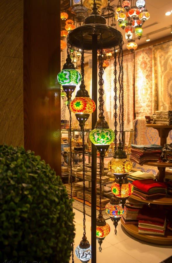 Piękny światło stojak przy Dubaj centrum handlowym zdjęcia stock