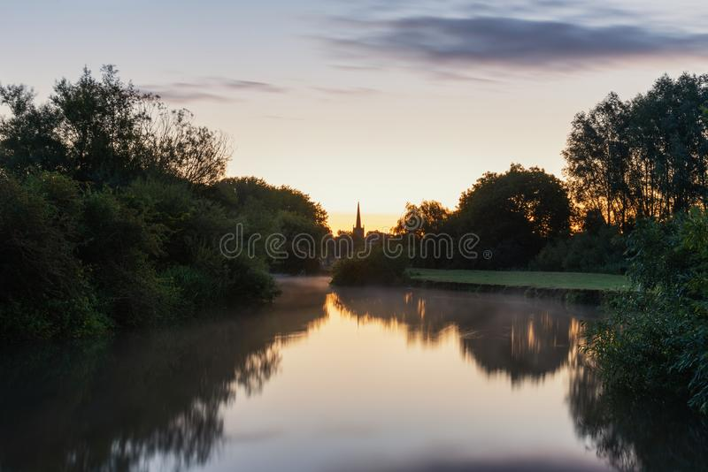 Piękny świtu krajobrazu wizerunek Rzeczny Thames przy Th obraz royalty free