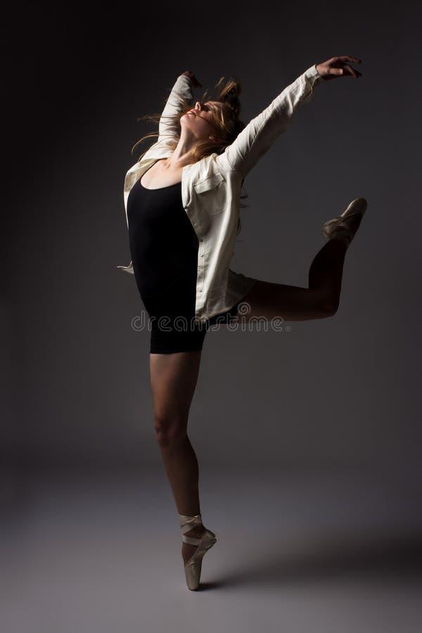Piękny żeński tancerz zdjęcia stock