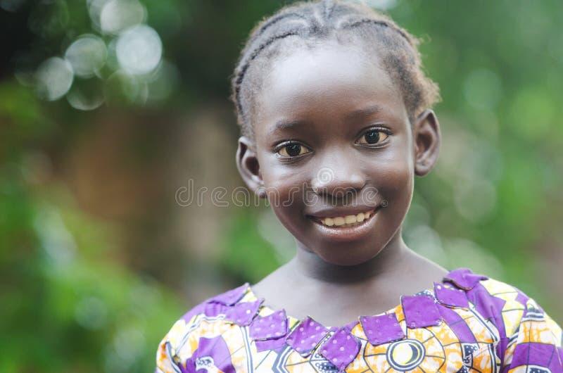 Piękny Afrykański dziewczyna portret outdoors zdjęcia royalty free