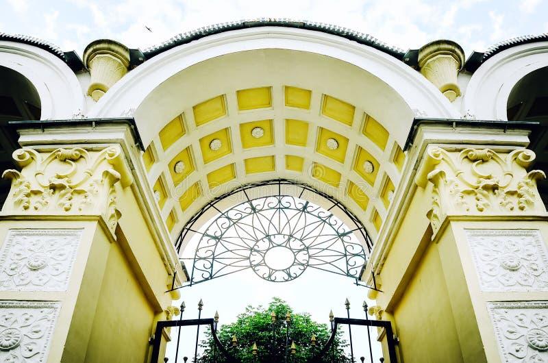 Piękny architektoniczny antyka łuk zdjęcia royalty free