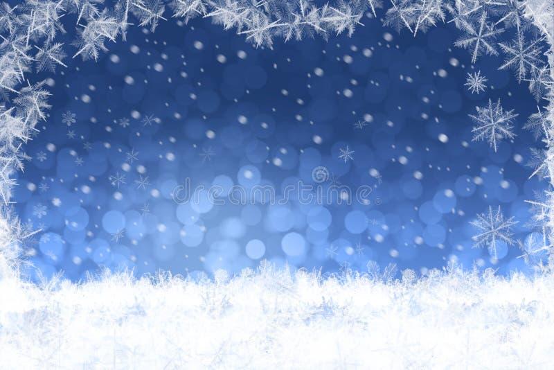 Piękny błękitny zamazany Bożenarodzeniowy zimy tło z śniegu krajobrazem ilustracji