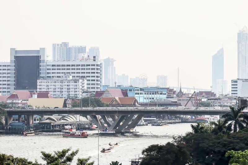 Piękny Bangkok pejzażu miejskiego wielkomiejski nowożytny tło zdjęcia stock