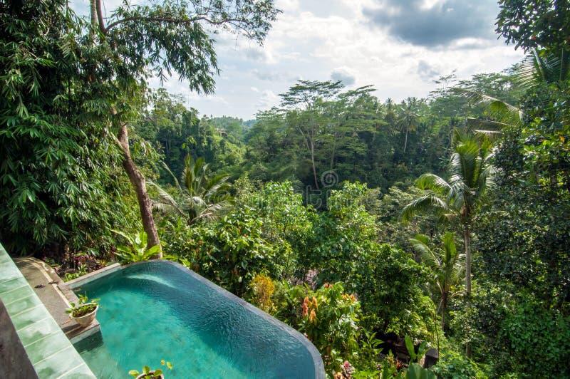 Piękny basen plenerowy fotografia royalty free