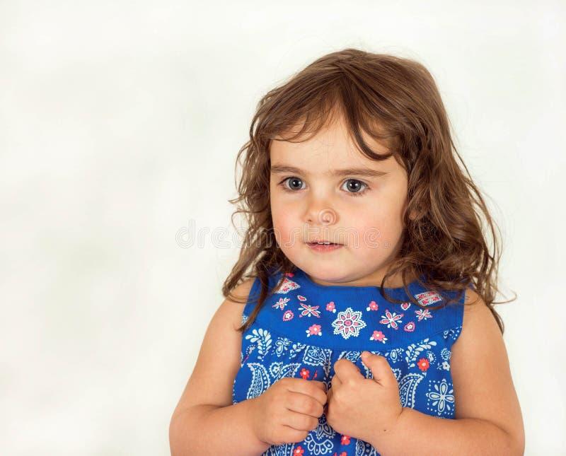 Download Piękny Berbeć W Kwitnącej Sukni Zdjęcie Stock - Obraz złożonej z kopia, kwitnący: 53791568