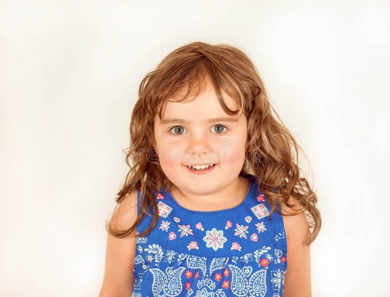 Download Piękny Berbeć W Kwitnącej Sukni Zdjęcie Stock - Obraz złożonej z osoba, niewinność: 53791638