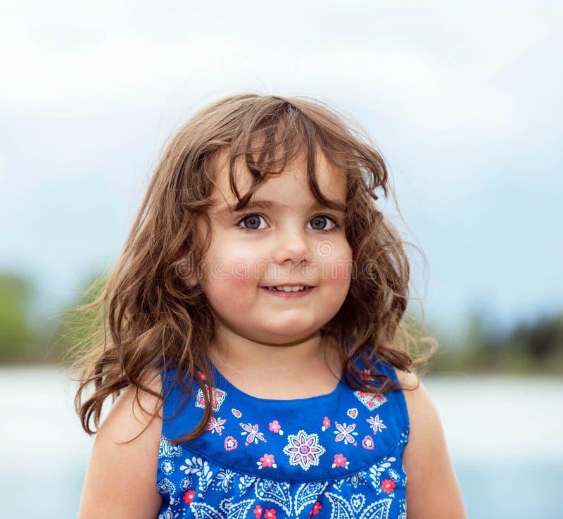 Download Piękny Berbeć W Kwitnącej Sukni Obraz Stock - Obraz złożonej z niewinnie, human: 53791663