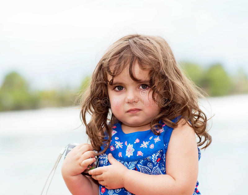 Download Piękny Berbeć W Kwitnącej Sukni Zdjęcie Stock - Obraz złożonej z dziecko, kwitnący: 53791664