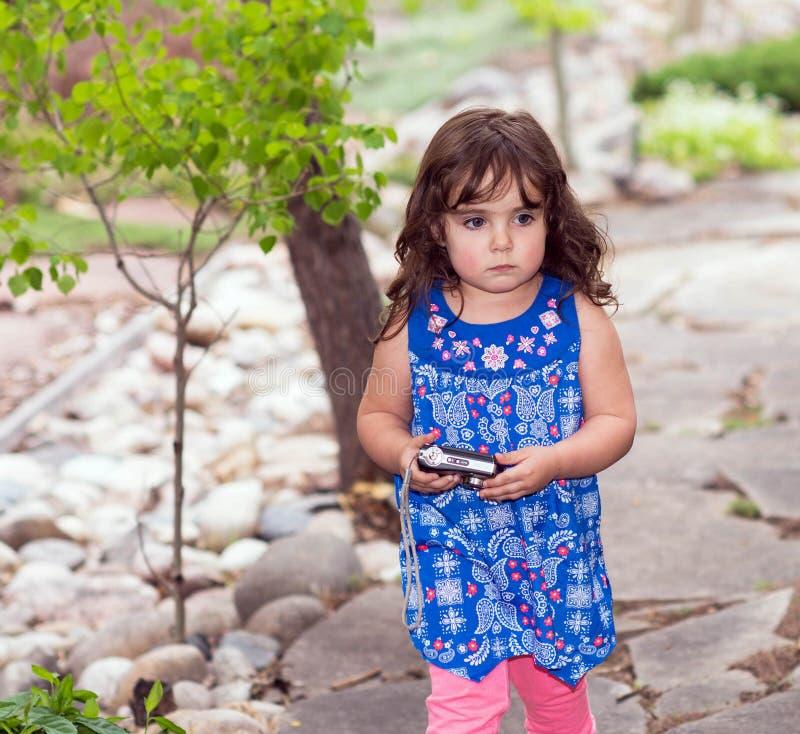 Download Piękny Berbeć W Kwitnącej Sukni Obraz Stock - Obraz złożonej z uśmiech, cukierki: 53791869