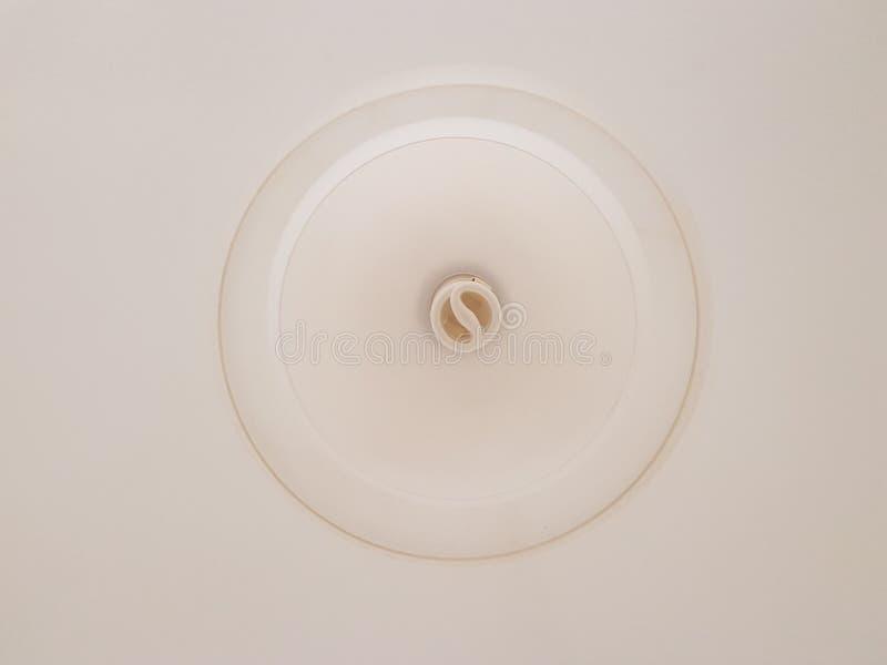 Piękny biały świecznik w żywym pokoju zdjęcie royalty free