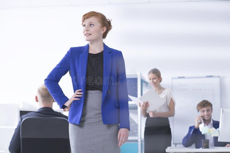 Piękny bizneswoman przygotowywający akcja obraz stock