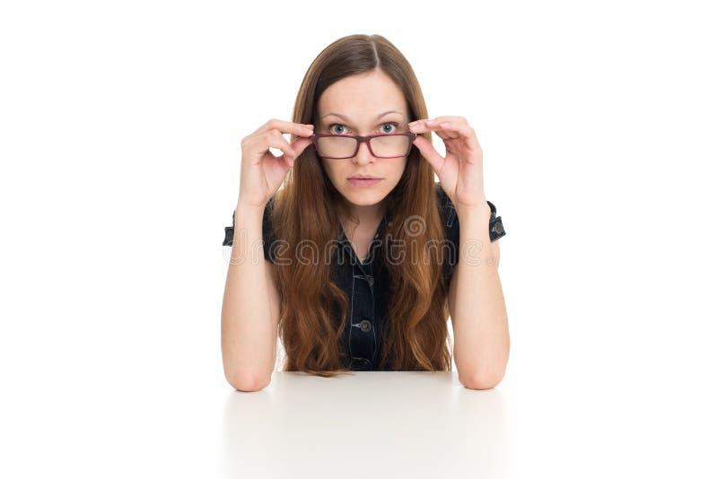 Piękny bizneswoman za biurkiem fotografia stock