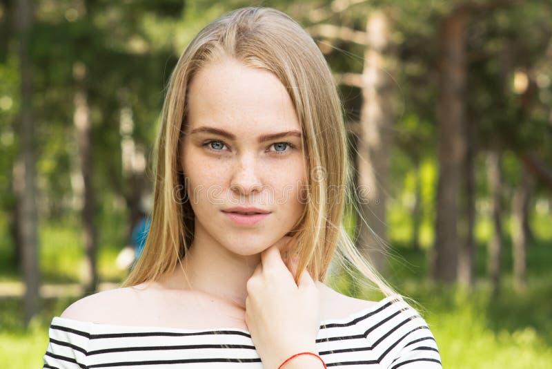 piękny blisko portret w młodych kobiet fotografia stock
