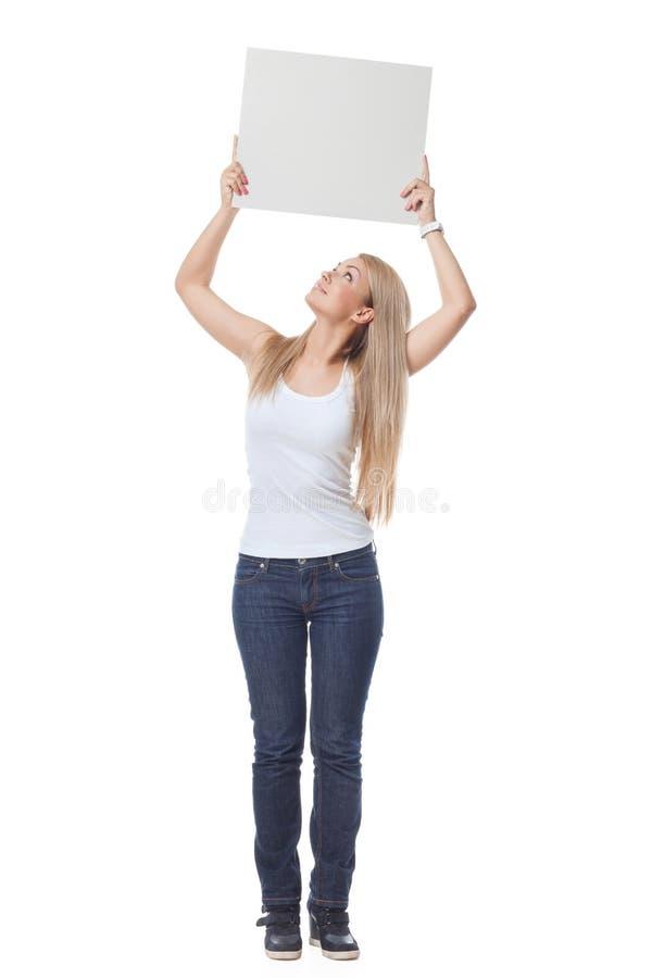 Piękny blond dziewczyny mienia pustego miejsca plakat fotografia royalty free