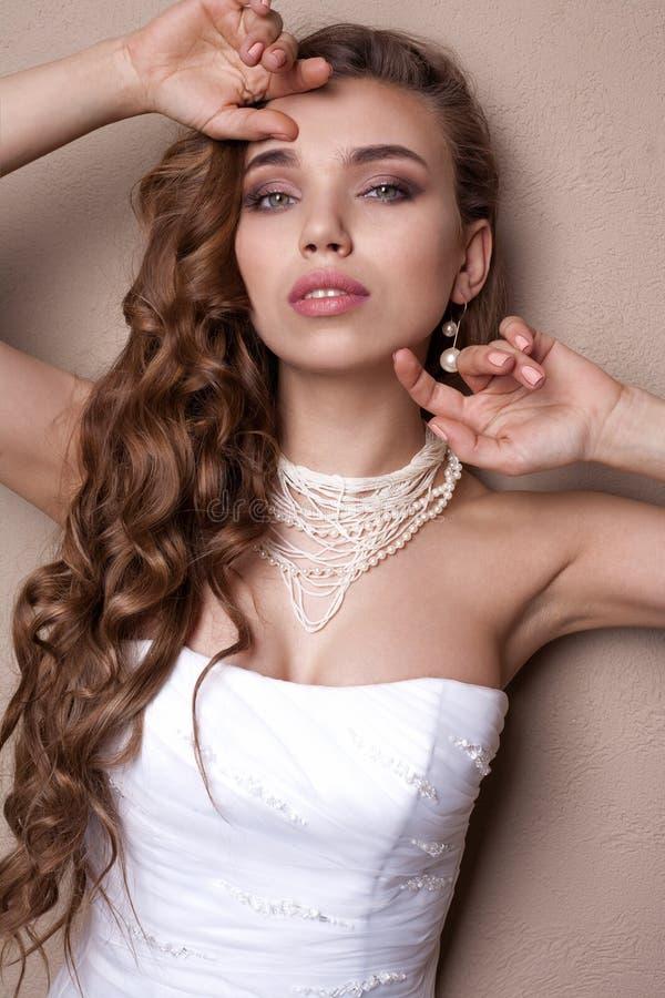 Piękny blond panna młoda portret w studiu fotografia royalty free
