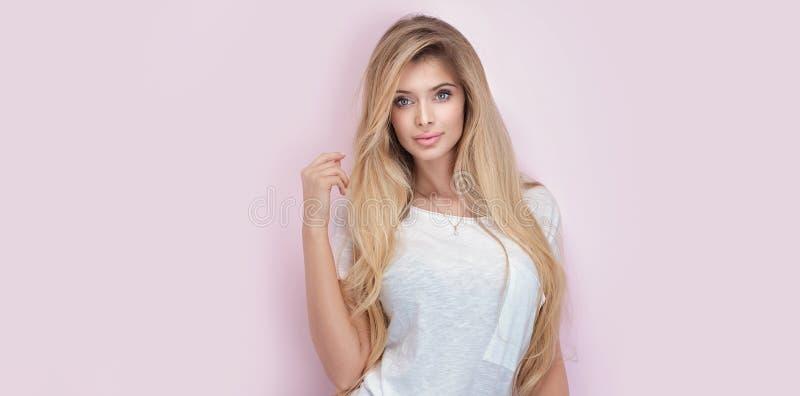 piękny blondynki dziewczyny portret zdjęcia royalty free
