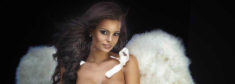 Piękny brunetka anioł zdjęcia stock
