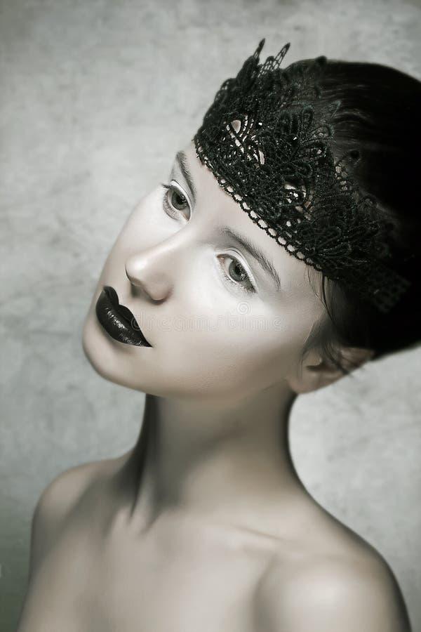Piękny brunetki mody model z Czarnym warga makijażem fotografia royalty free