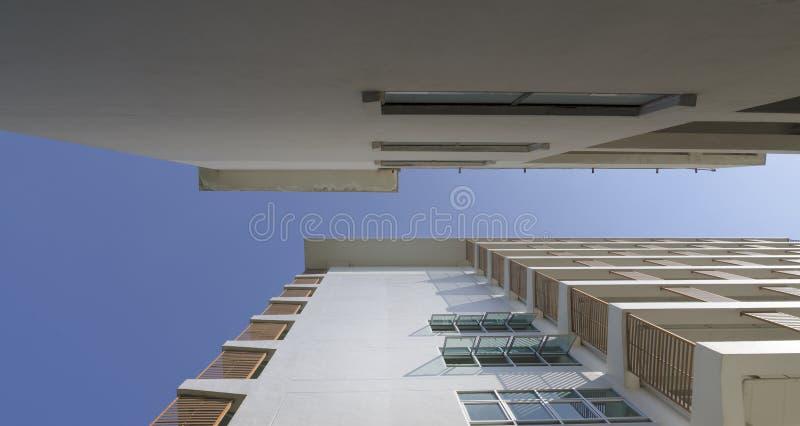 Piękny budynek z błękitnym niebem zdjęcie royalty free