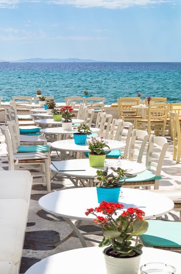 Piękny bufet przy plażą na Mykonos wyspie, zdjęcie stock
