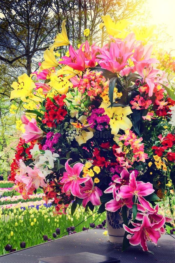 Piękny bukiet różnorodni kwiaty obrazy royalty free