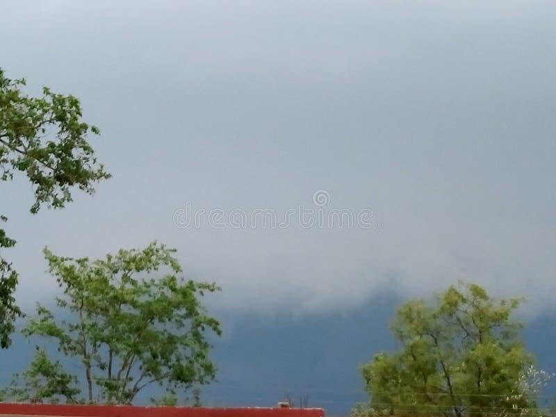 Piękny czarnej chmury wheather w porze deszczowej fotografia royalty free