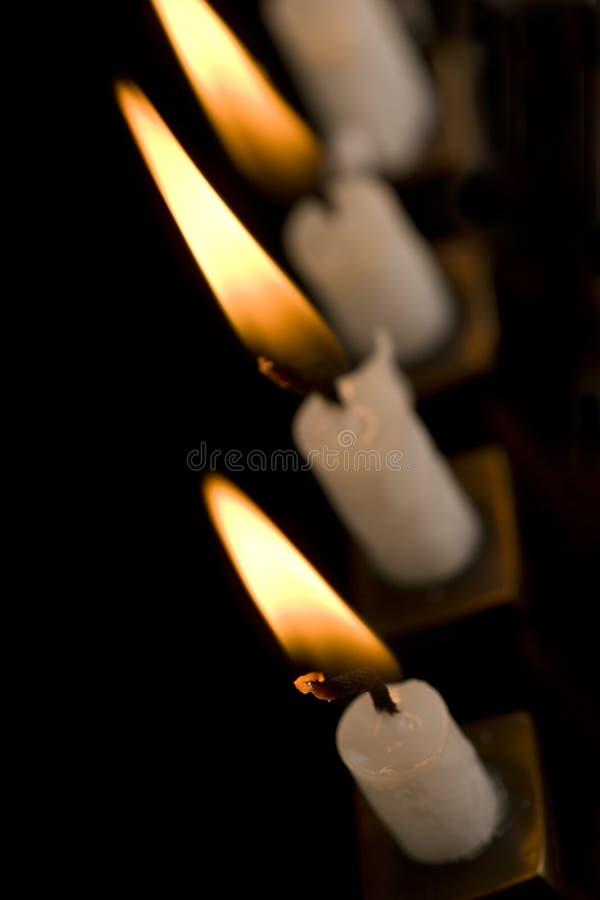 piękny czarny Hanukkah zaświecał menorah