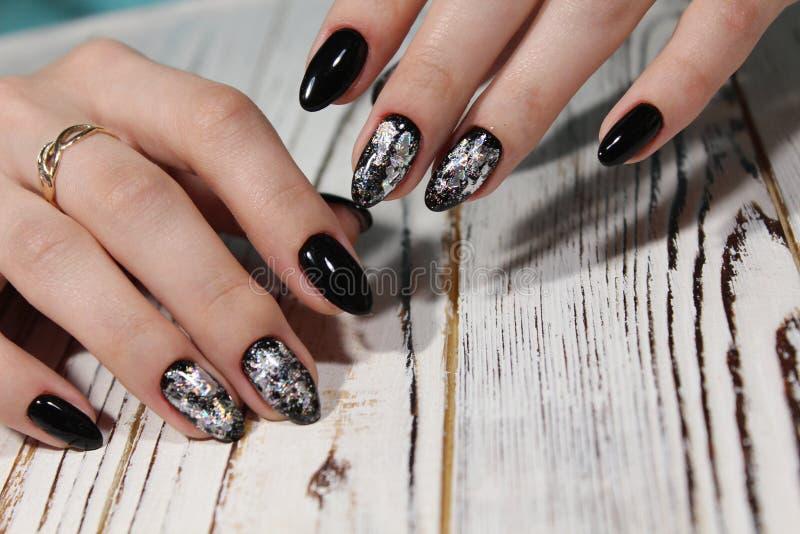 piękny czarny manicure obrazy stock