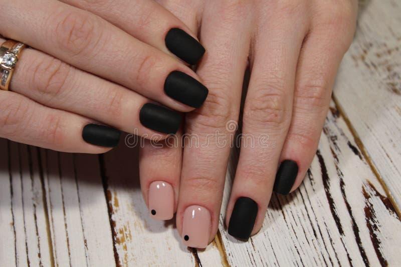 piękny czarny manicure obraz stock