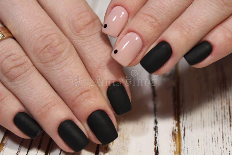 piękny czarny manicure zdjęcia stock