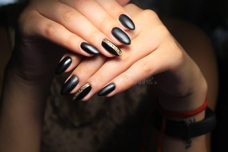 piękny czarny manicure fotografia stock