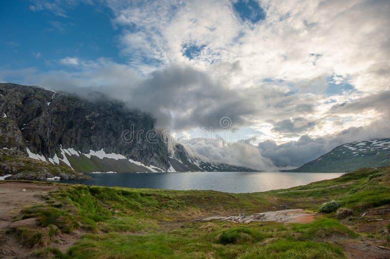 Djupvatnet jezioro, Norwegia fotografia stock