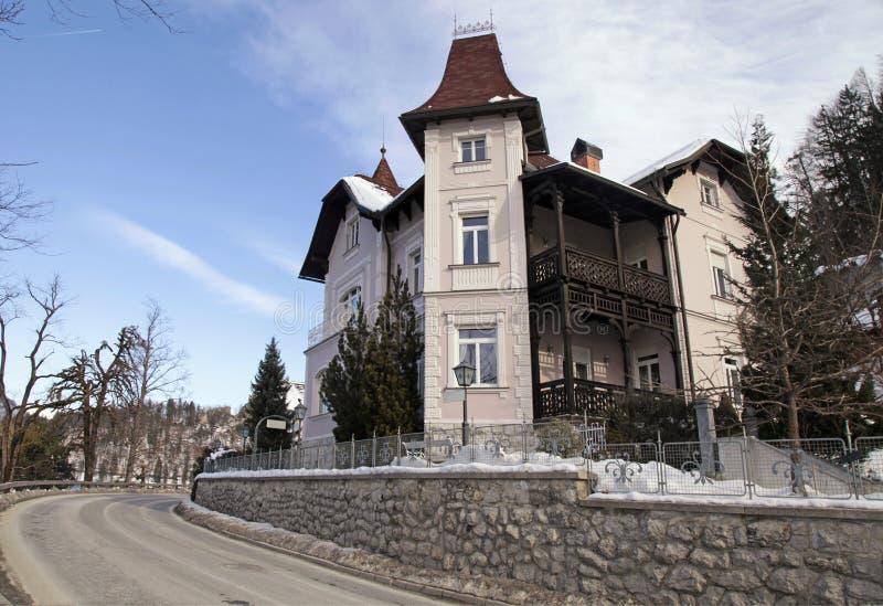 Piękny dom na jeziorze Krwawił kurort, Slovenia fotografia royalty free
