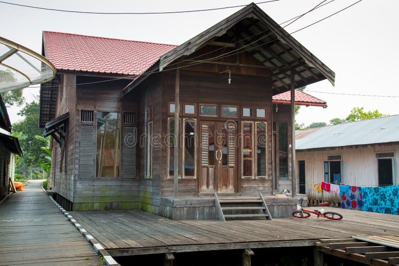 Piękny drewniany dom w Kalimantan Borneo zdjęcia stock