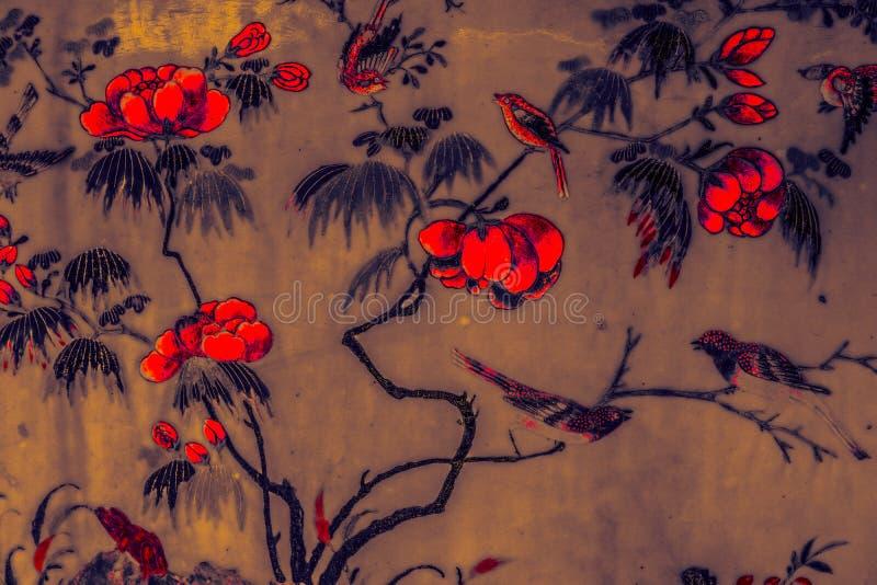 Piękny drzewny ptak i kwiat sztuki obrazów kolorowy różowy purpurowy czarny biel na czarnym deseniowym backgroun błękitnym i żółt zdjęcia stock