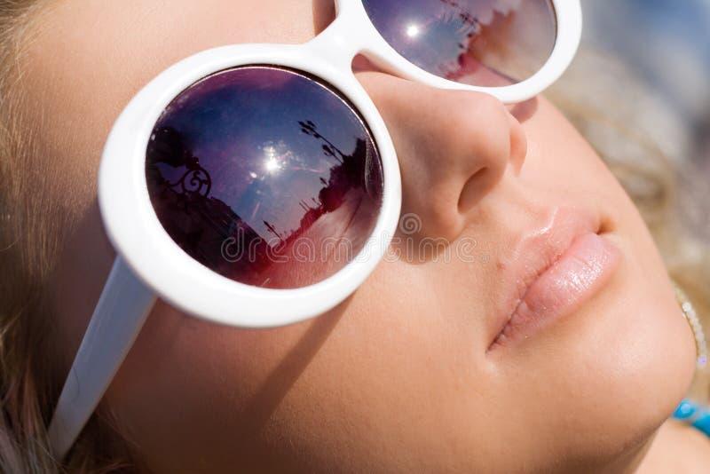 piękny dziewczyny szkieł słońce obraz royalty free