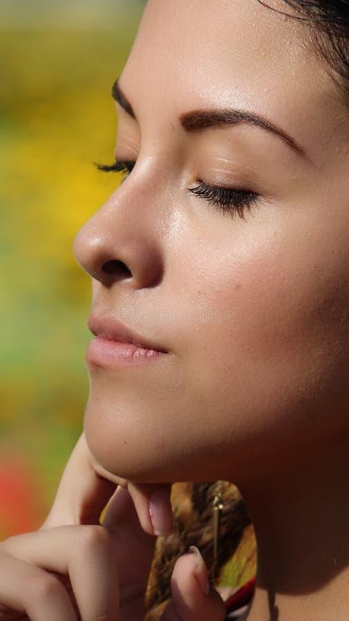 Piękny Żeński główkowanie zdjęcie stock