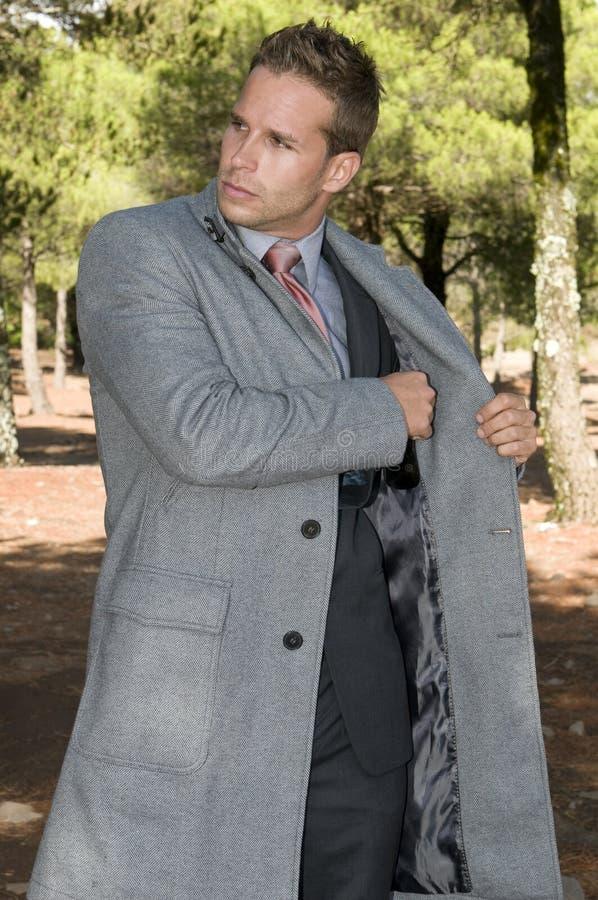 piękny elegancki lasowy mężczyzna zdjęcie royalty free