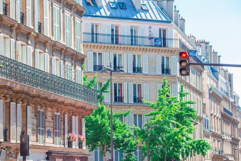 Piękny europejski ulic i domów widok w Paryż, Francja fotografia royalty free