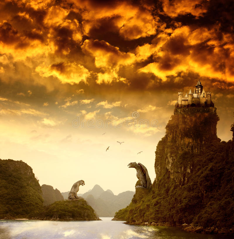 Piękny fantazja krajobraz z starym kasztelem zdjęcia royalty free