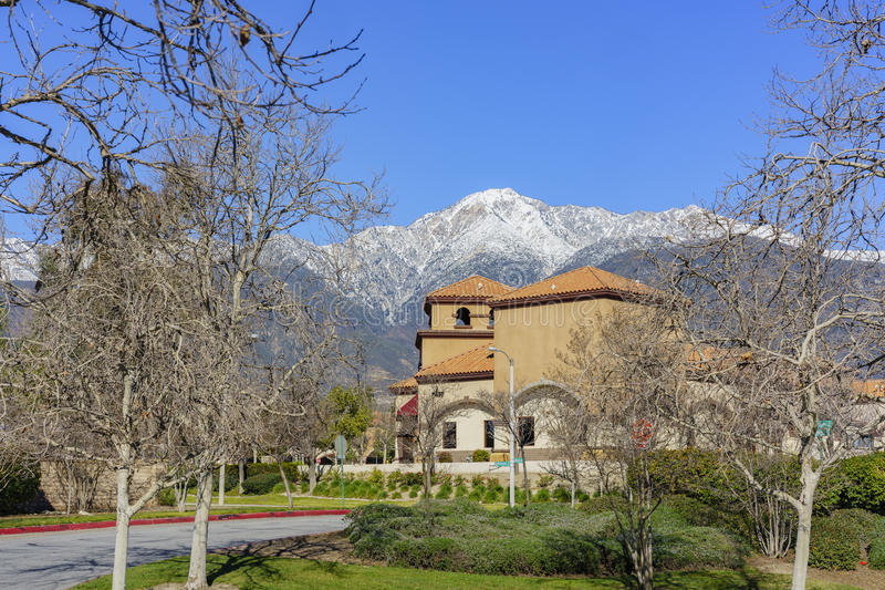 Piękny góry Baldy widok od Rancho Cucamonga zdjęcia stock