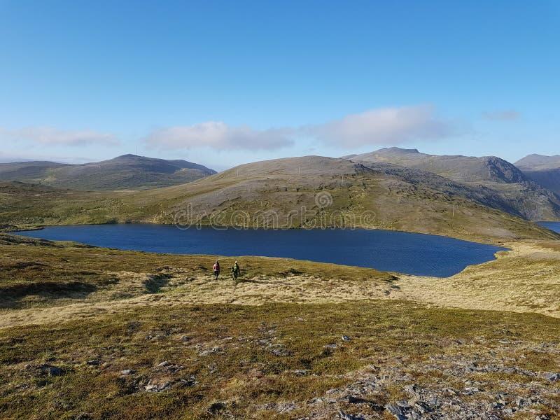 Piękny góry i świeżej wody jeziorny widok na mageroya, północny przylądka okręg administracyjny fotografia stock