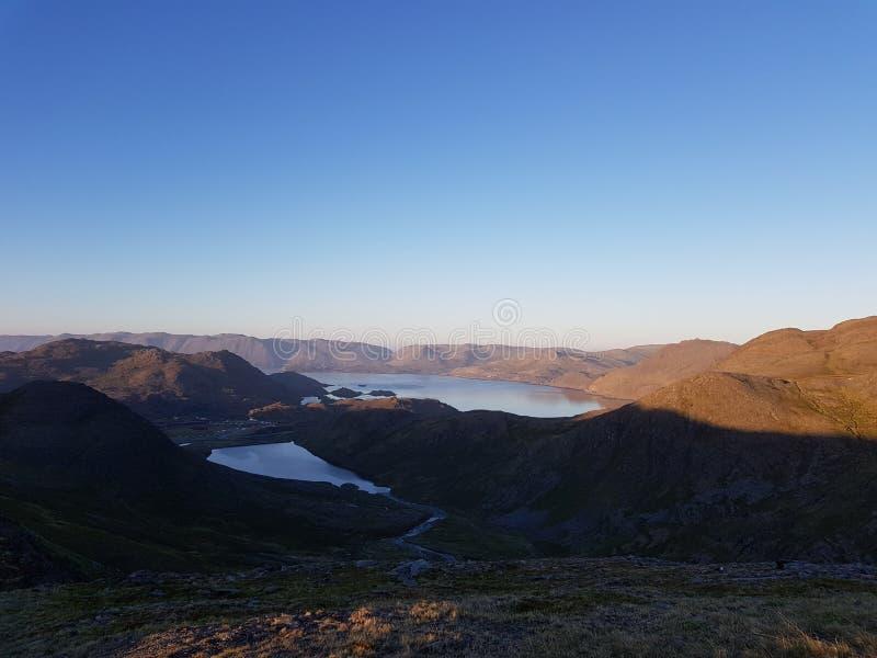 Piękny góry i świeżej wody jeziorny widok na mageroya, północny przylądka okręg administracyjny obraz stock