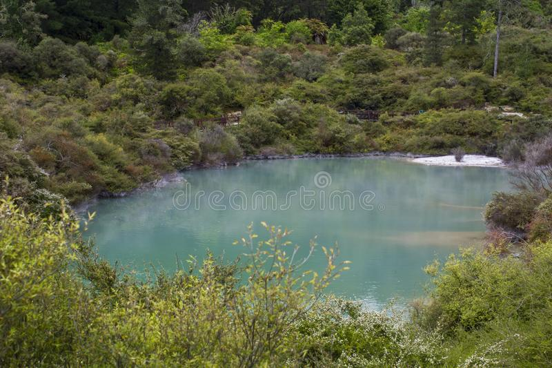 Piękny geotermiczny błękitny gorący basen obrazy royalty free