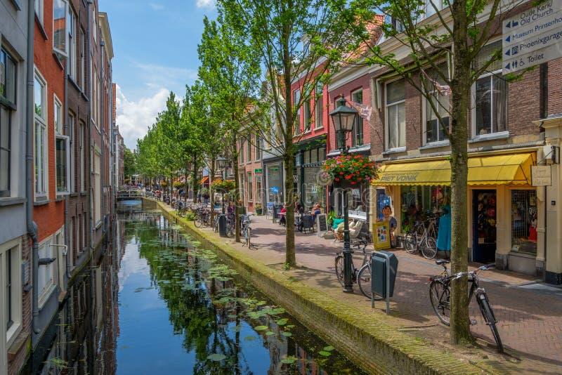 Piękny historyczny stary kanał w centrum Delft, holandie obraz stock