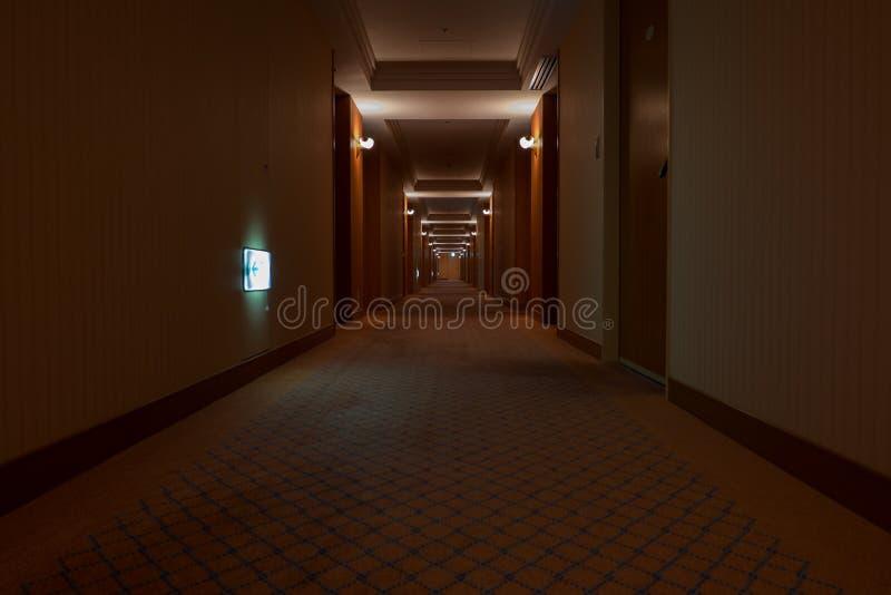 Piękny hotelowy korytarz z dywanem obrazy royalty free