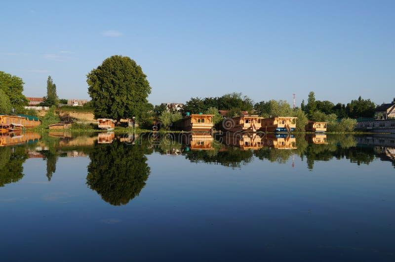 Piękny houseboat przy Dal jeziorem w Srinagar, India obrazy royalty free