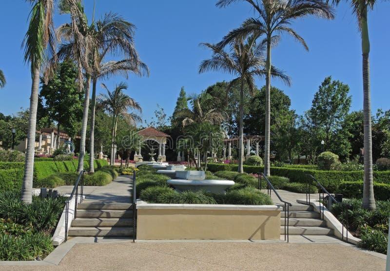 Piękny i malowniczy ogród jeziorem w Lakeland Floryda zdjęcia stock
